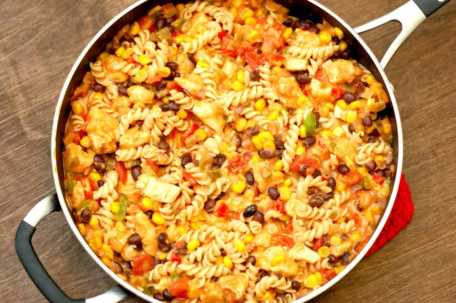 cheesy+salsa+and+chicken+pasta+skillet+in+skillet[1]