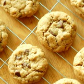 pb+choc+chip+oatmeal+cookies+on+rack[1]