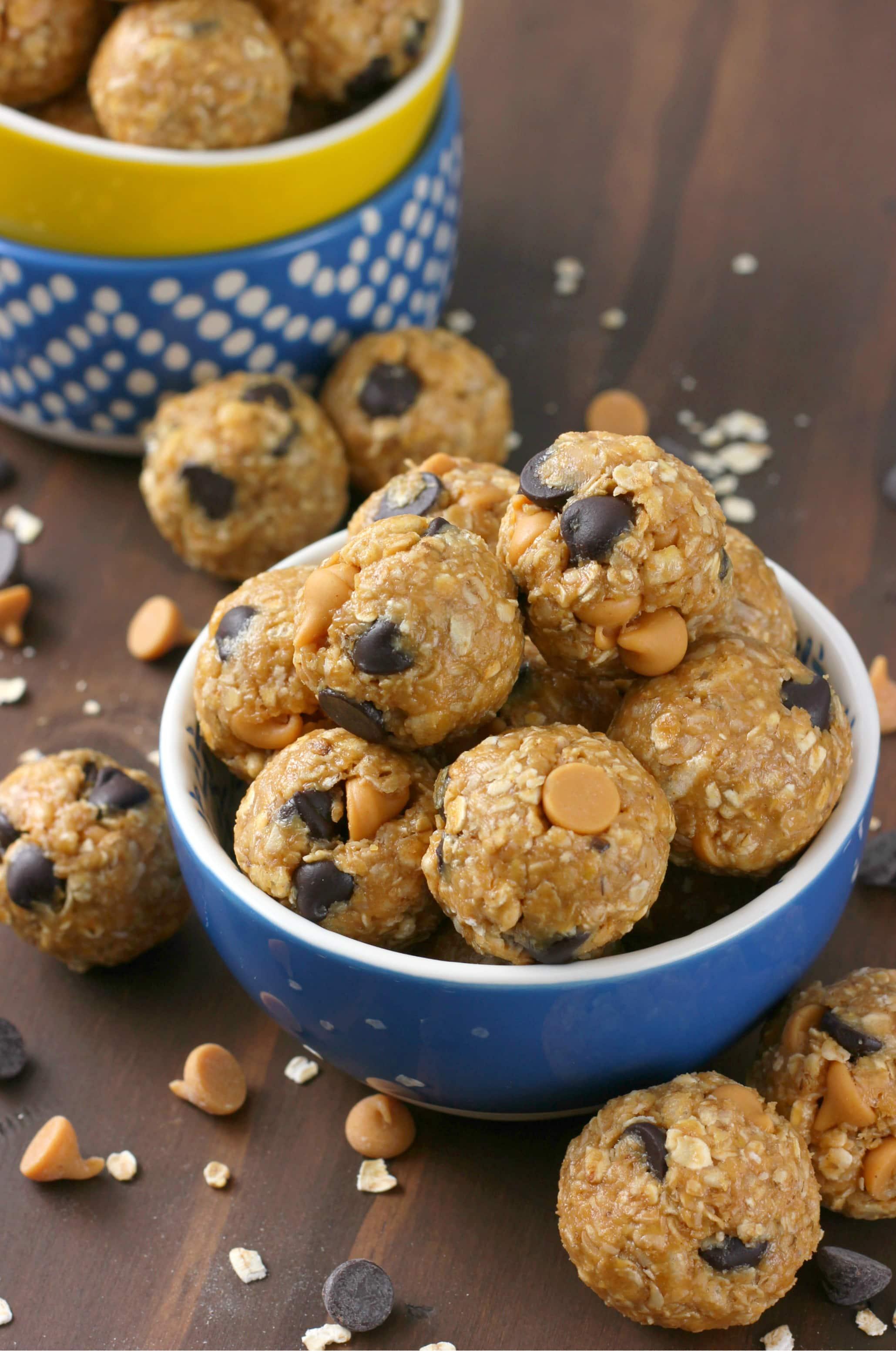 Peanut Butter Dark Chocolate Chip No Bake Granola Bites Recipe from A Kitchen Addiction