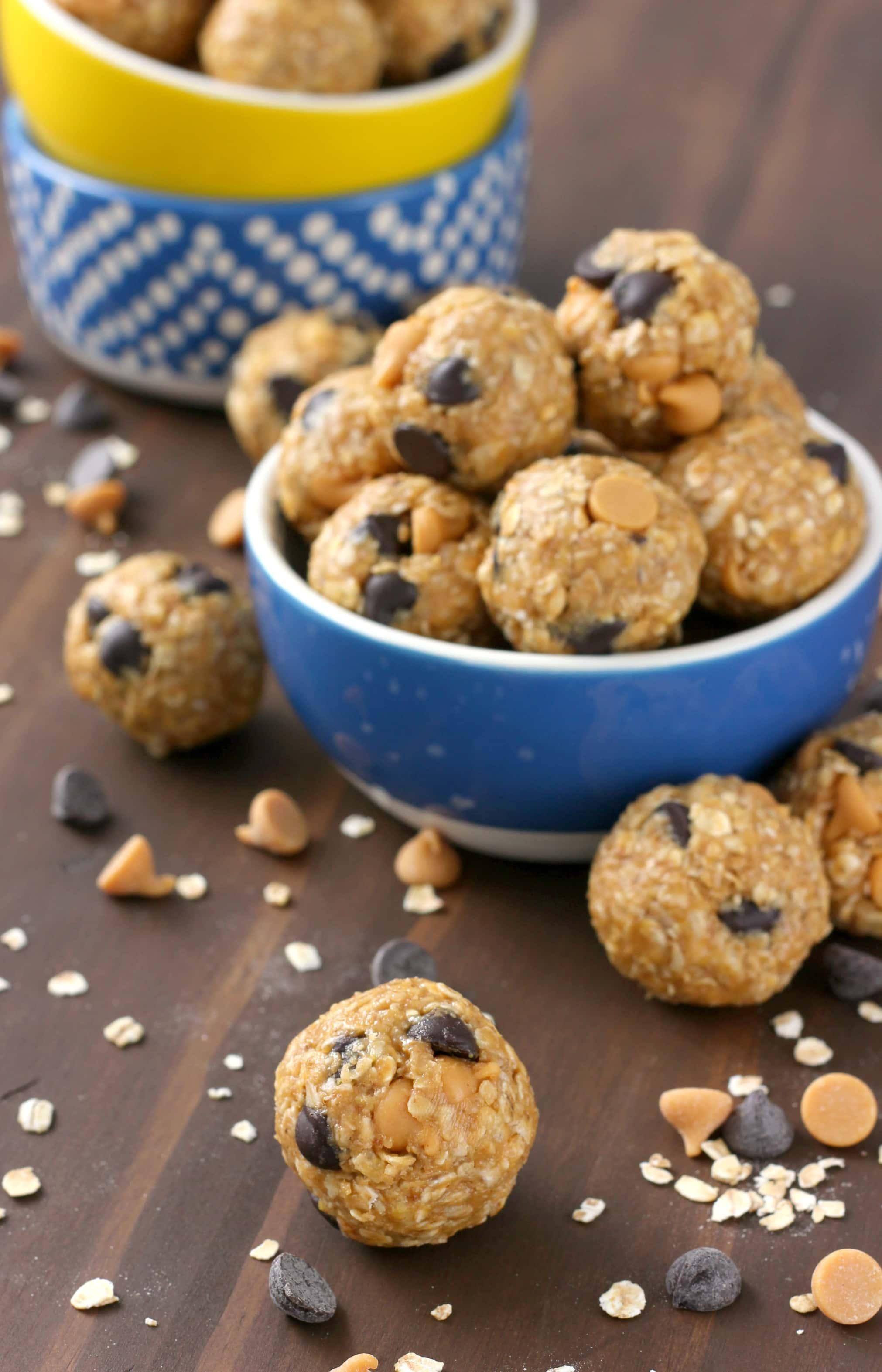 Peanut Butter Dark Chocolate Chips No Bake Granola Bites Recipe from A Kitchen Addiction