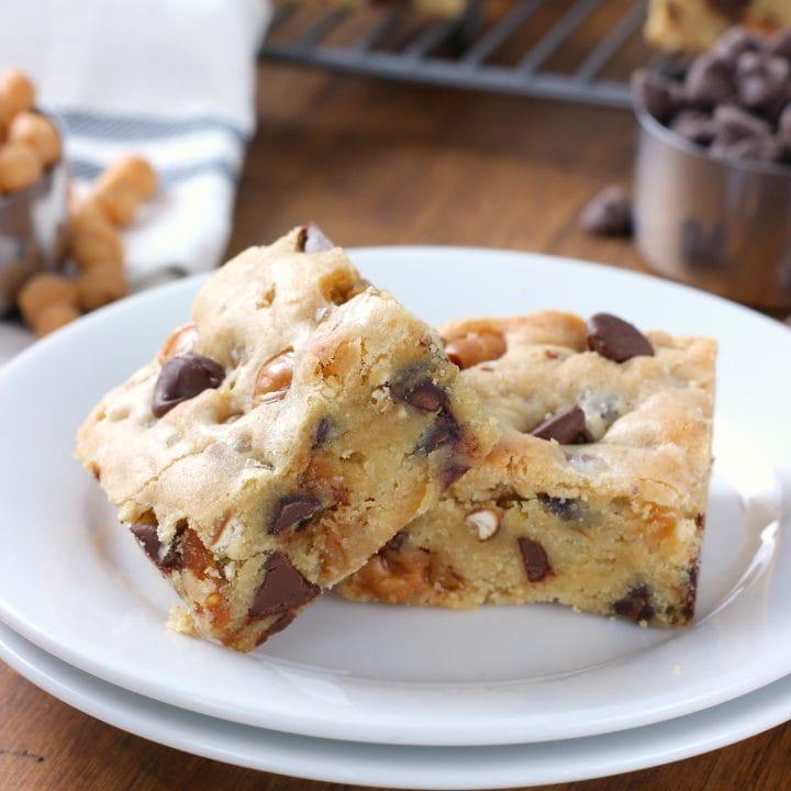 Salted Chocolate Caramel Pretzel Blondies Recipe from A Kitchen Addiction