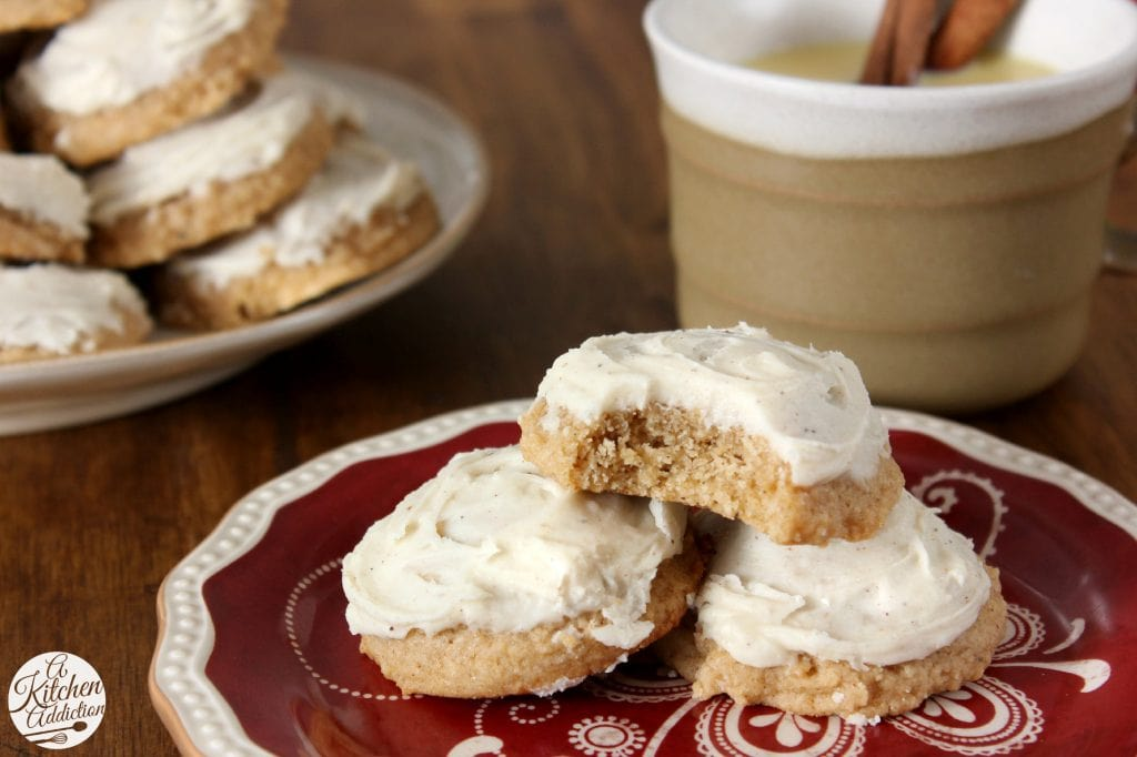 Eggnog Chai Cookies with Eggnog Buttercream Frosting Recipe l www.a-kitchen-addiction.com