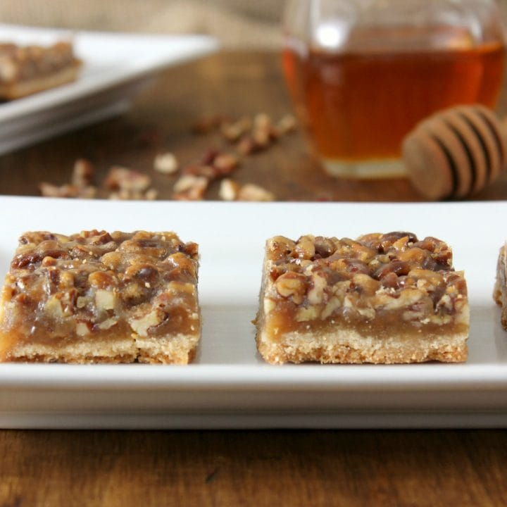 Honey Pecan Pie Bars Recipe l www.a-kitchen-addiction.com