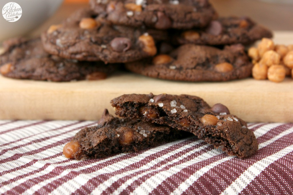 Salted Caramel Mocha Cookies Recipe l www.a-kitchen-addiction.com