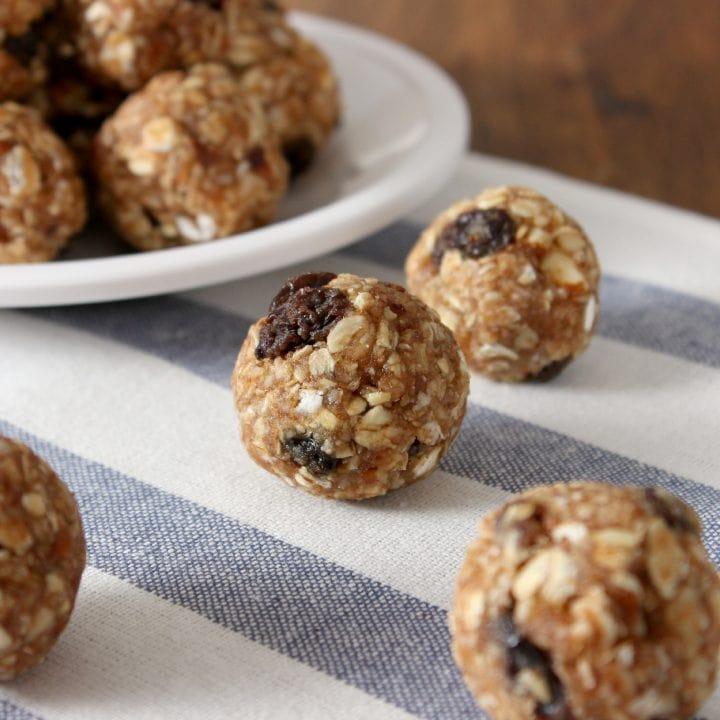 Oatmeal Raisin Cookie Granola Bites Recipe l www.a-kitchen-addiction.com