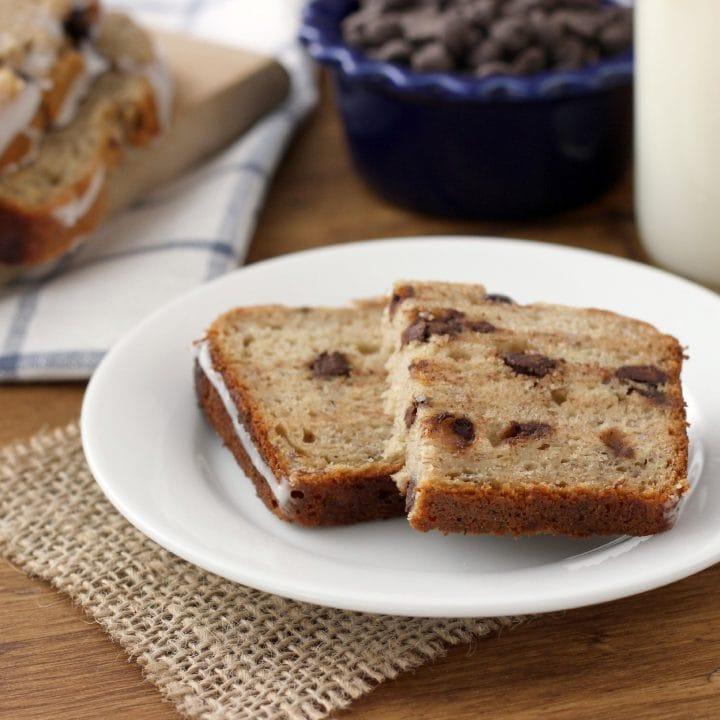 Dark Chocolate Chip Graham Banana Bread Recipe l www.a-kitchen-addiction.com