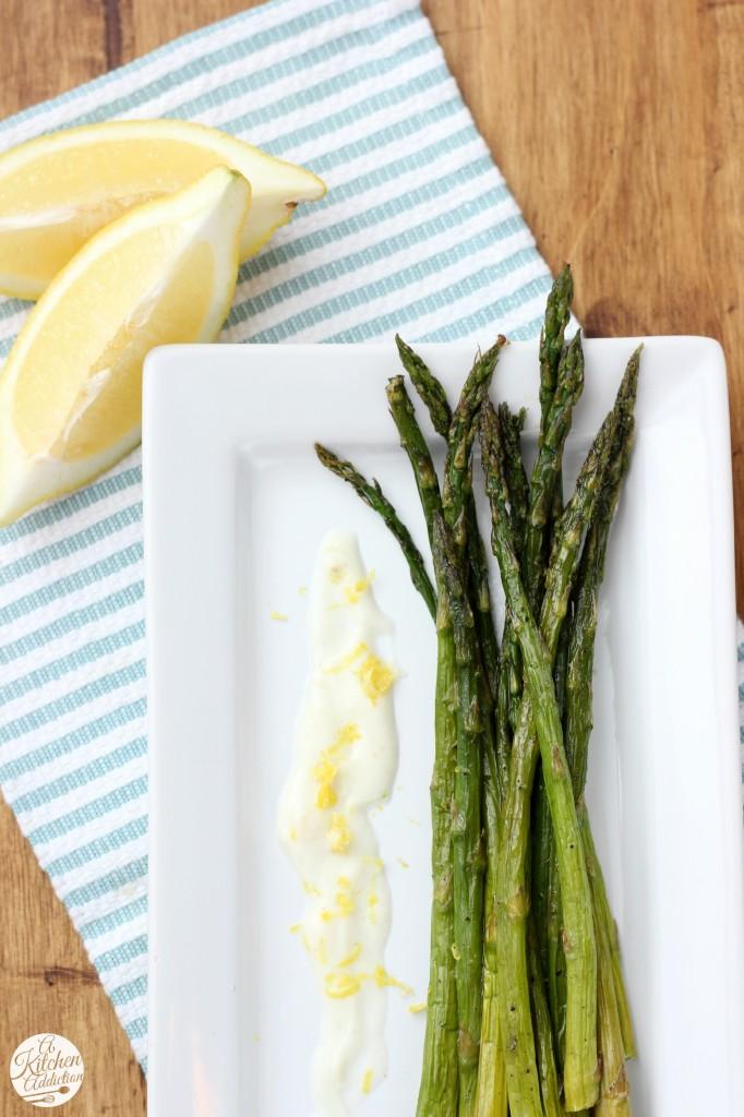 Roasted Asparagus with Lemon Garlic Yogurt Sauce Recipe l www.a-kitchen-addiction.com