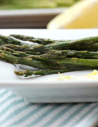 Roasted Asparagus with Lemon Garlic Yogurt Sauce Recipe l www.a-kitchen-addiction.com