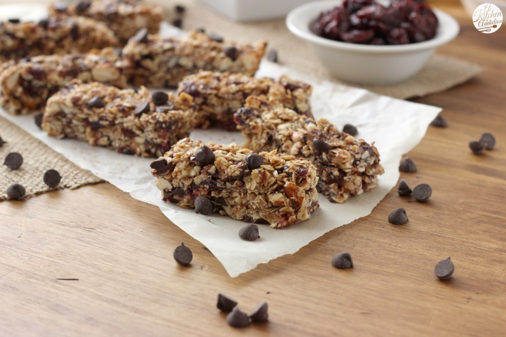 Dark Chocolate Cherry Almond Granola Bars Recipe l www.a-kitchen-addiction.com
