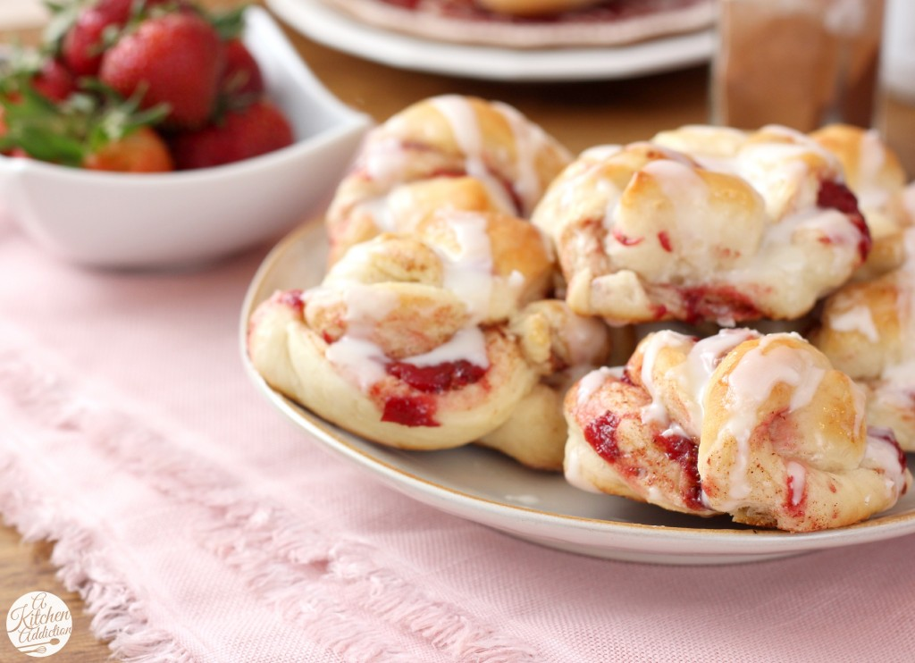 Mini Strawberry Cinnamon Twist Knots Recipe l www.a-kitchen-addiction.com