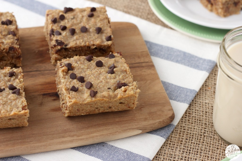 Peanut Butter Chocolate Chip Protein Breakfast Bars Recipe l www.a-kitchen-addiction.com