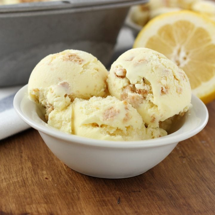 Lemon Crumb Ice Cream Recipe l www.a-kitchen-addiction.com