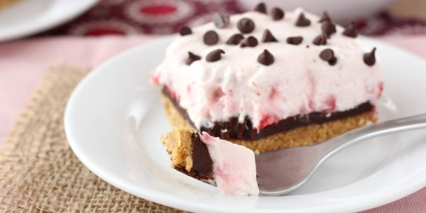 Strawberry Chocolate Ganache Cheesecake Bars Recipe l www.a-kitchen-addiction.com