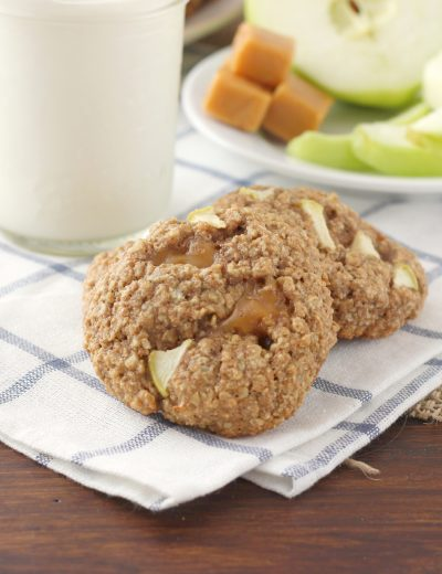 Caramel Apple Oatmeal Cookies Recipe l www.a-kitchen-addiction.com