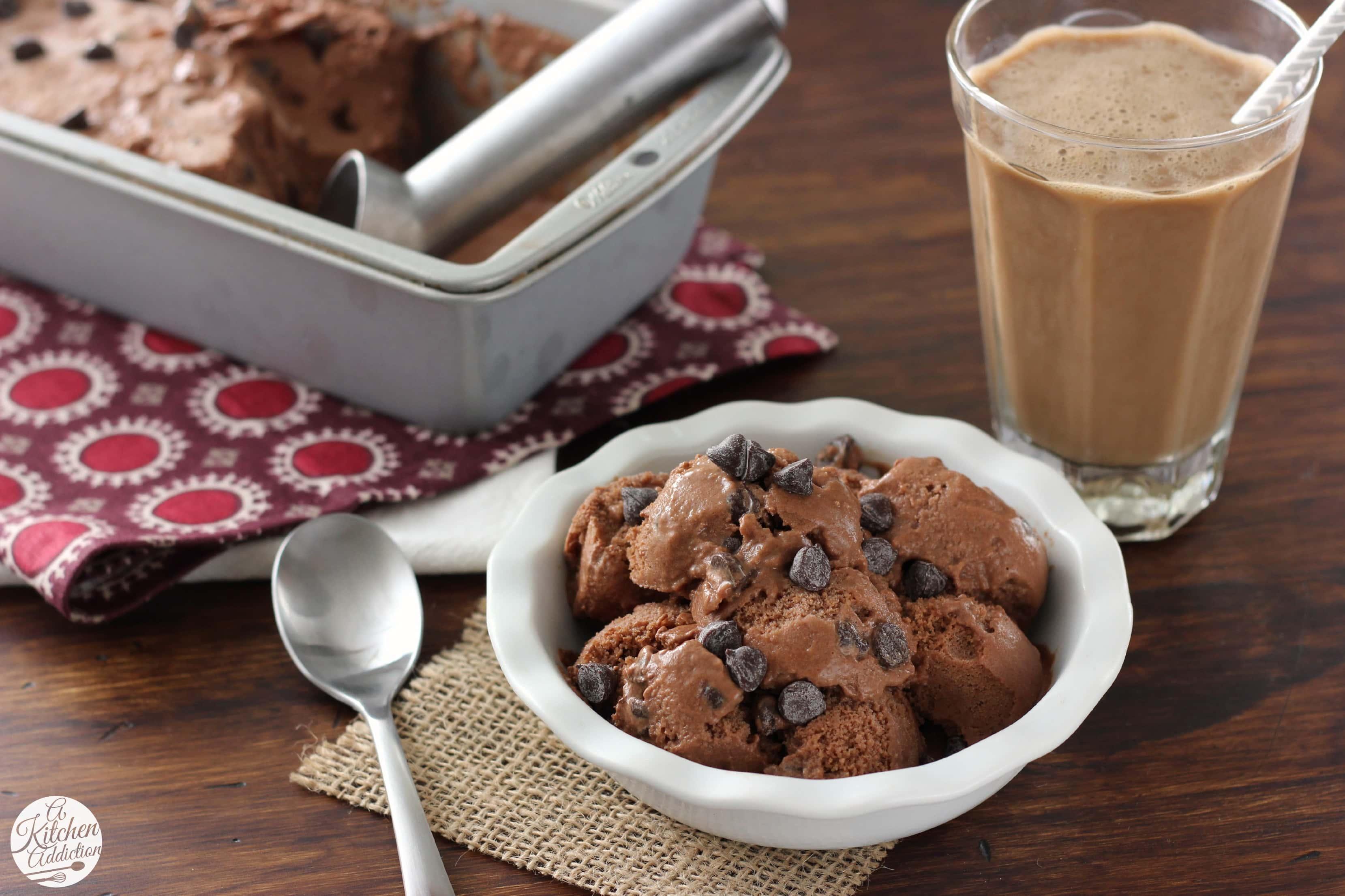 Low Fat Mocha Chip Frozen Yogurt Recipe l www.a-kitchen-addiction.com
