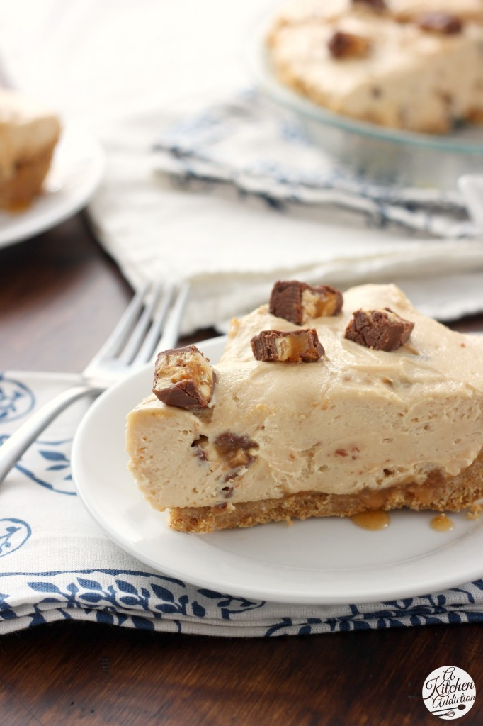 No Bake Peanut Butter Snickers Cheesecake Pie Recipe l www.a-kitchen-addiction.com