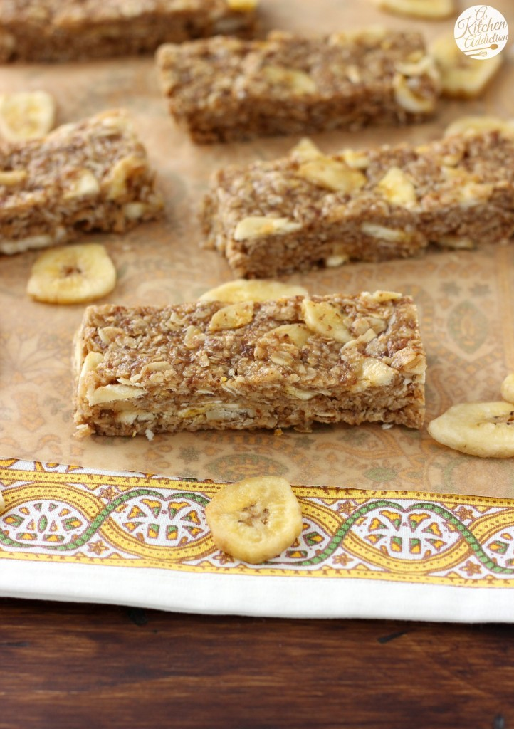 Peanut Butter Banana Chip Granola Bars (No Bake) Recipe l www.a-kitchen-addiction.com