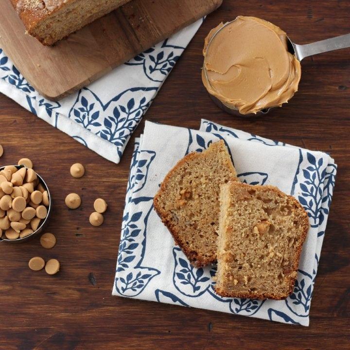 Peanut Butter Graham Banana Bread Recipe l www.a-kitchen-addiction.com