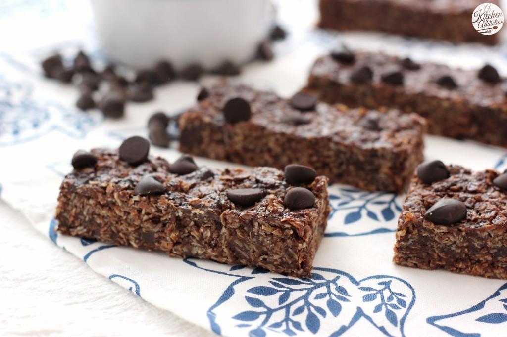 Double Dark Chocolate Peanut Butter Granola Bars Recipe l www.a-kitchen-addiction.com
