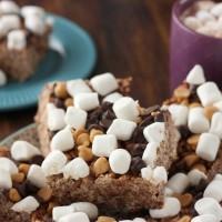 Easy Peanut Butter Hot Chocolate Rice Crispy Treats Recipe l www.a-kitchen-addiction.com