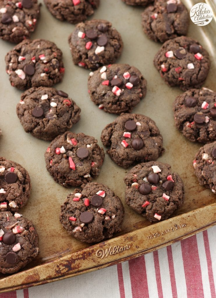 Dark Chocolate Peppermint Crunch Cookies Recipe l www.a-kitchen-addiction.com
