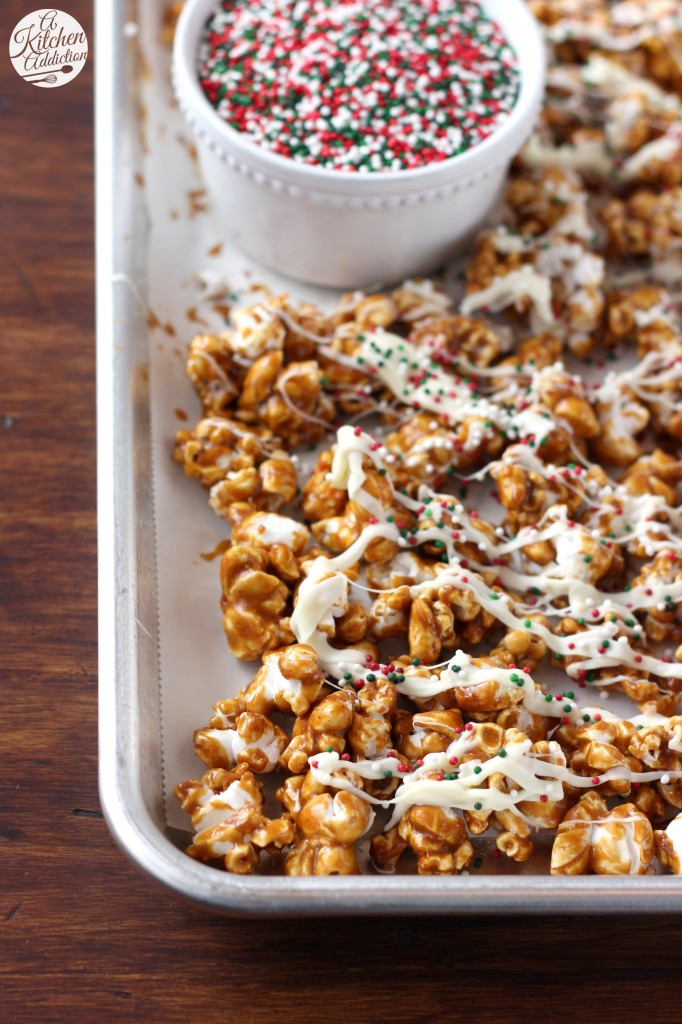 Gingerbread Caramel Corn with White Chocolate Drizzle l www.a-kitchen-addiction.com