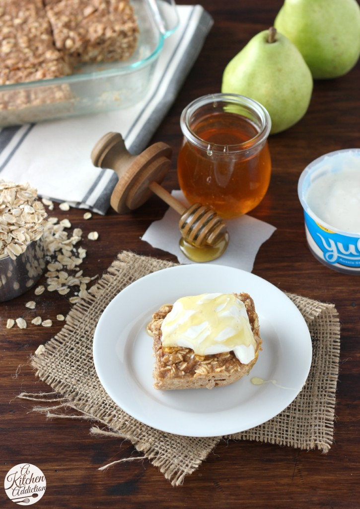 Cinnamon Pear Yogurt Baked Oatmeal l A quick and easy yogurt breakfast