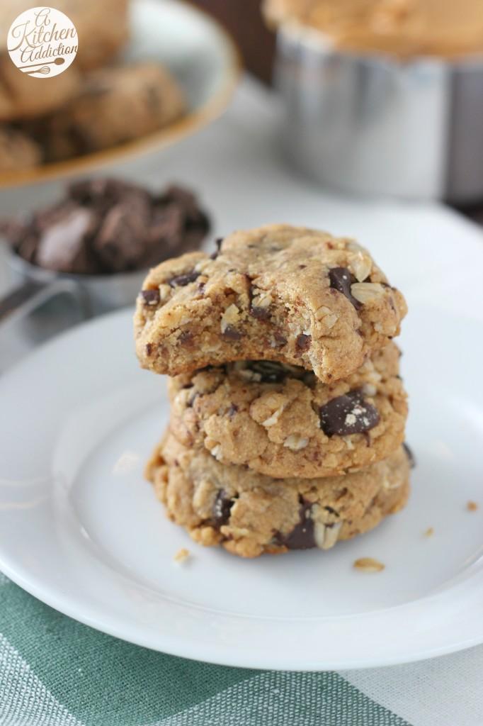 Flourless Dark Chocolate Peanut Butter Oat Cookies Recipe l www.a-kitchen-addiction.com