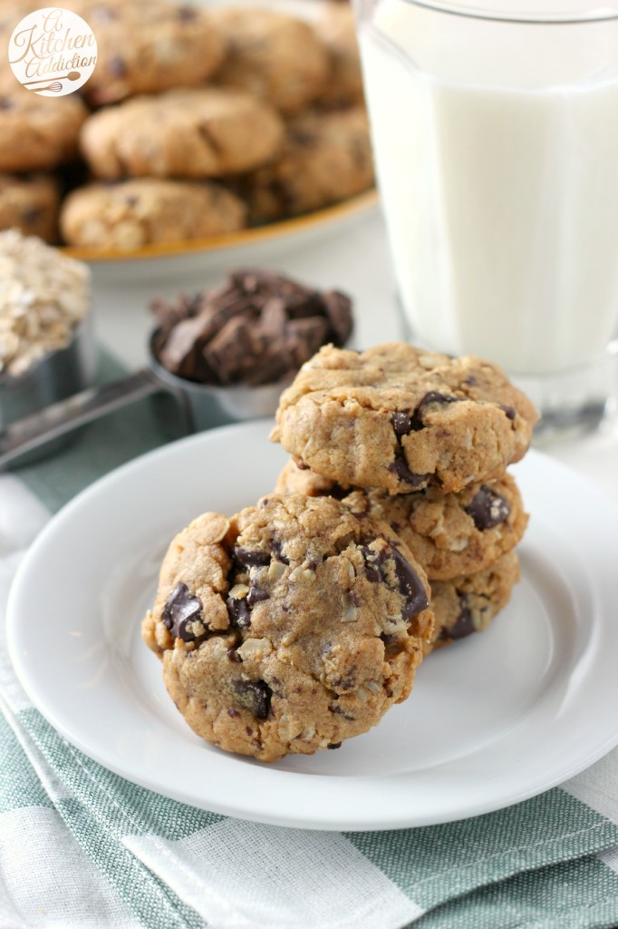 Flourless Dark Chocolate Chunk Peanut Butter Oat Cookies Recipe l www.a-kitchen-addiction.com