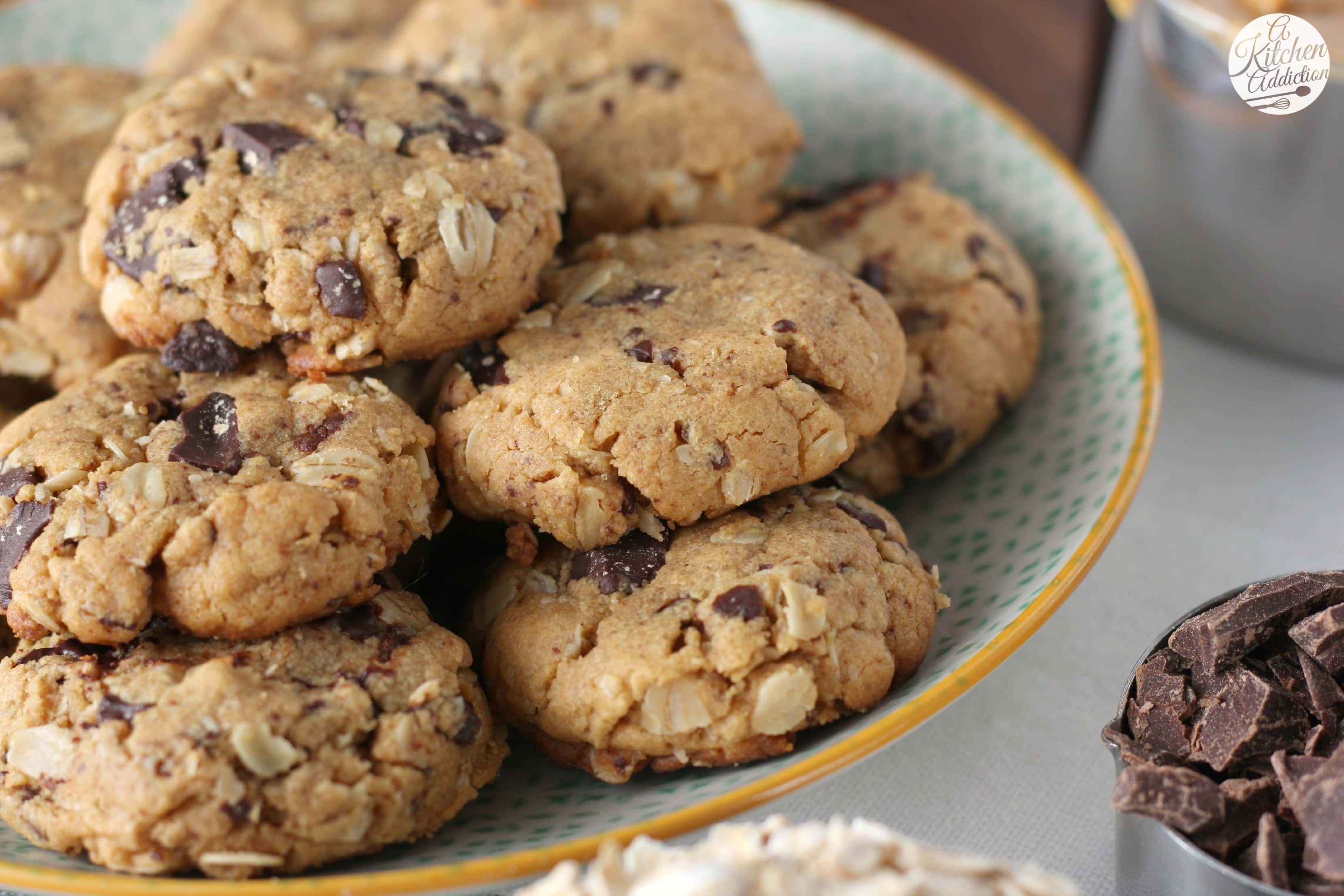 Flourless Dark Chocolate Chunk Peanut Butter Oat Cookies ...