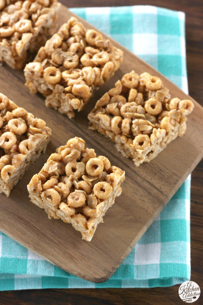 Peanut Butter Honey Bars Recipe l www.a-kitchen-addiction.com