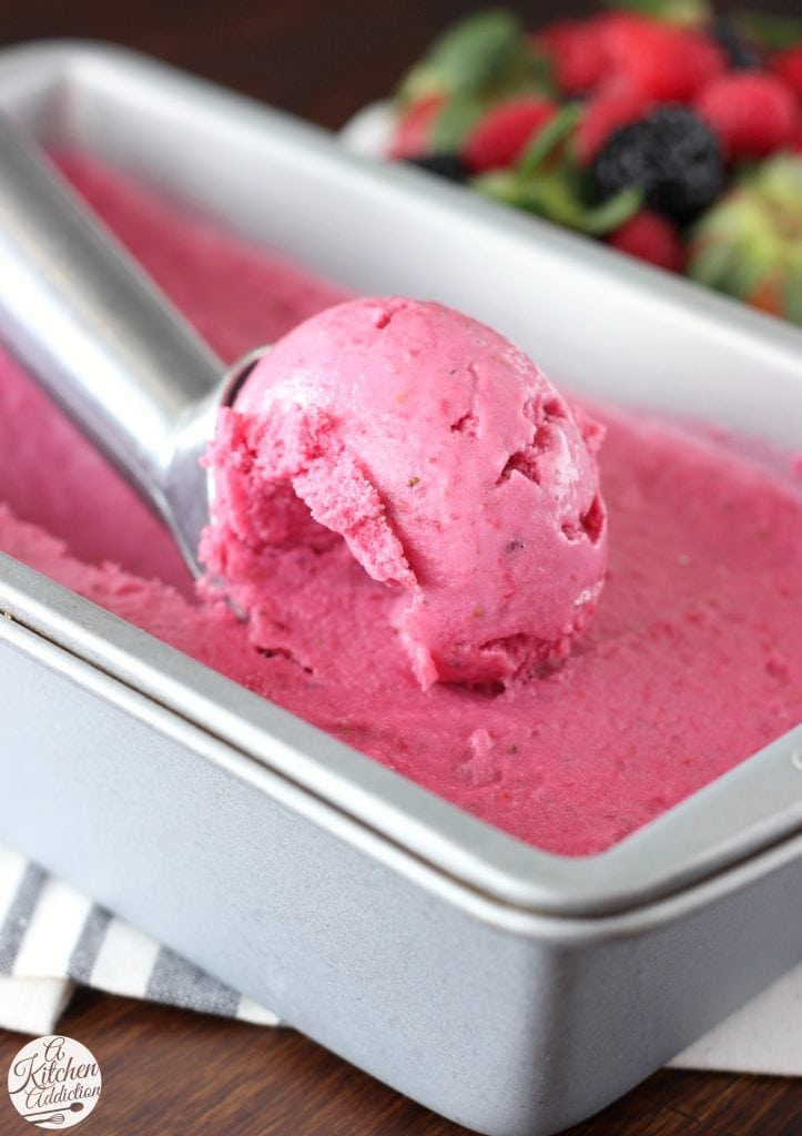 Triple Berry Frozen Yogurt Recipe l www.a-kitchen-addiction.com