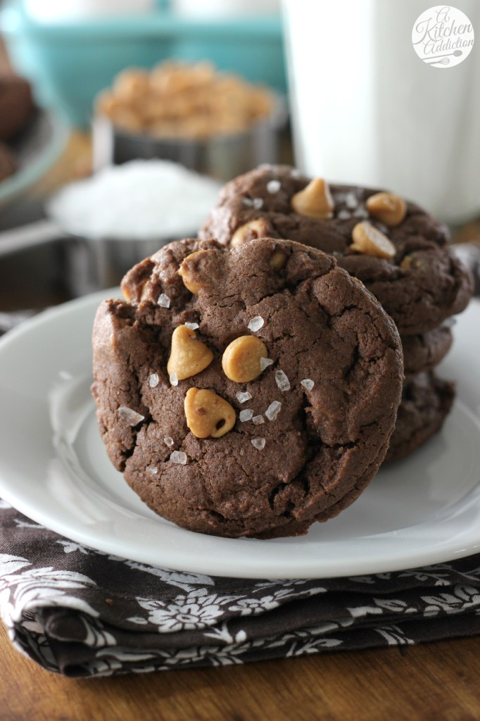 Easy Salted Chocolate Peanut Butter Chip Cookies l www.a-kitchen-addiction.com