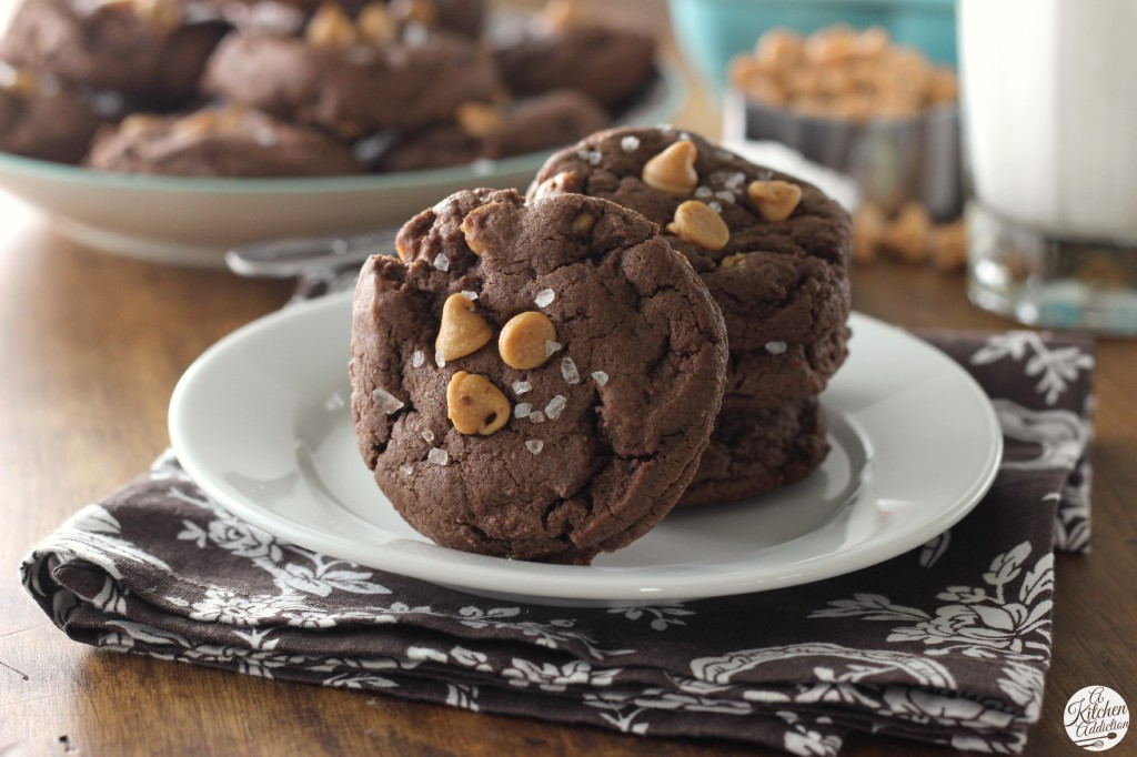 Salted Chocolate Peanut Butter Chip Cookies l www.a-kitchen-addiction.com