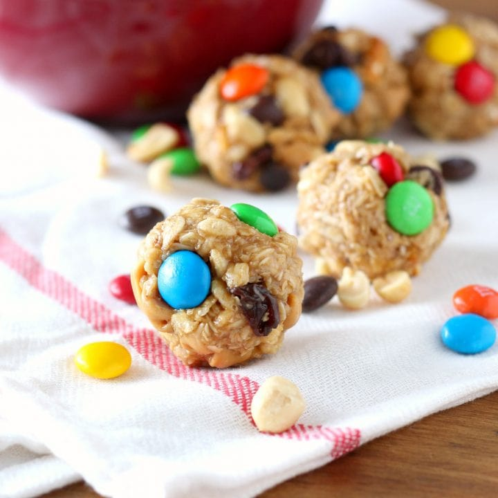 Easy Peanut Butter Chocolate Trail Mix Bites Recipe l www.a-kitchen-addiction.com