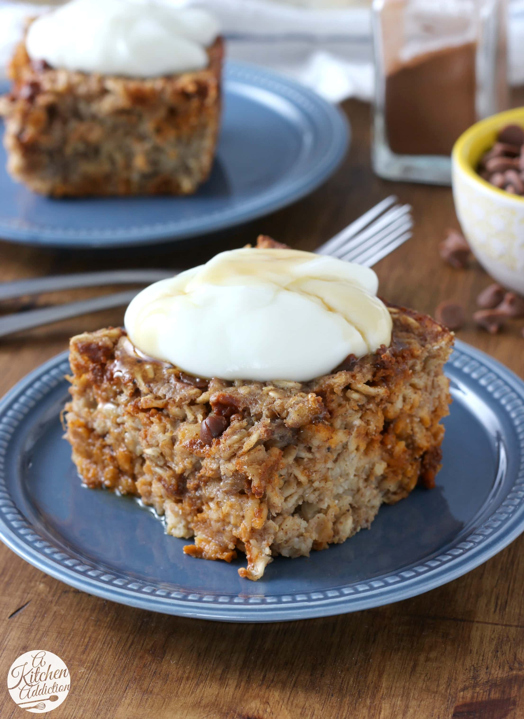 Cinnamon Chip Banana Bread Baked Oatmeal that can be made the night before! Recipe from A Kitchen Addiction