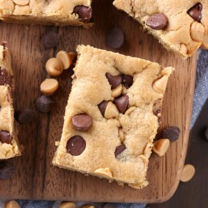 One Bowl Chocolate Chip Peanut Butter Bars Recipe from A Kitchen Addiction