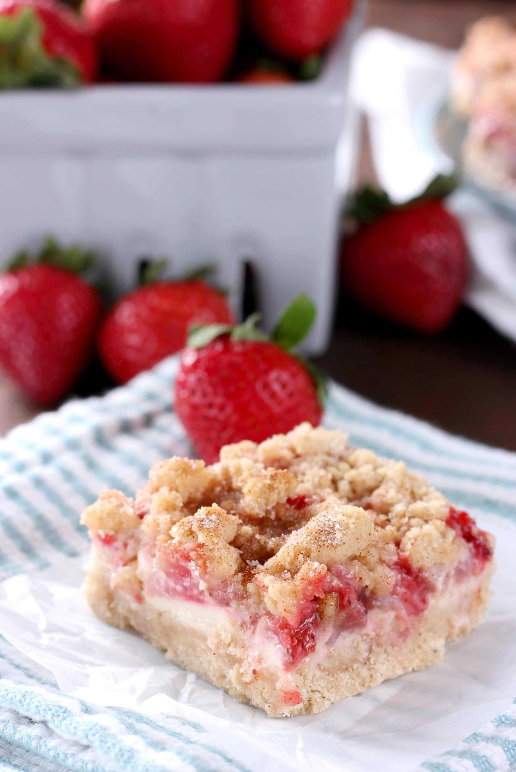 Strawberry Snickerdoodle Cheesecake Bars Recipe from A Kitchen Addiction